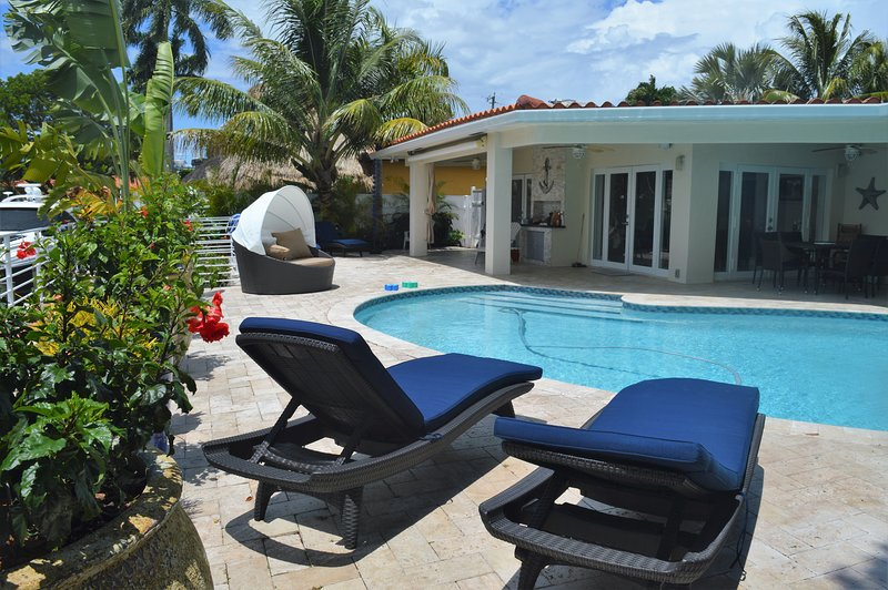 Waterfront property in a gated community, holiday rental in Miami Gardens