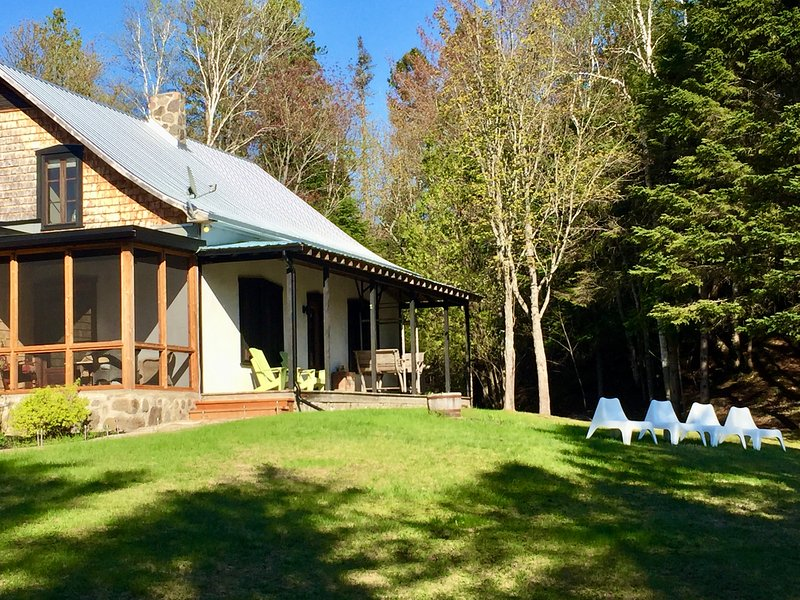 The House at Cedar Creek, Petit Train du Nord, casa vacanza a Sainte-Adele
