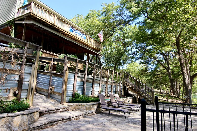 Tiki on the Rio! Along the Guadalupe River on River Road!, holiday rental in New Braunfels