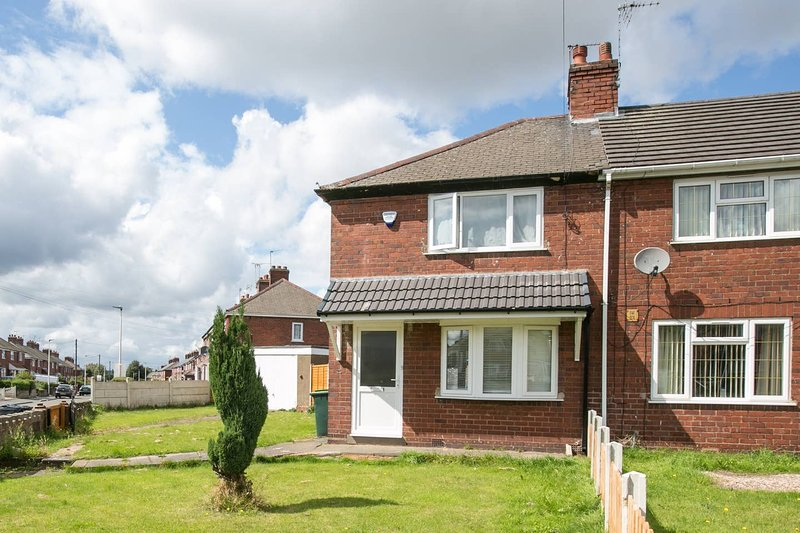 Entire Home commutable to City Centre/NEC/ICC ®️, holiday rental in Walsall