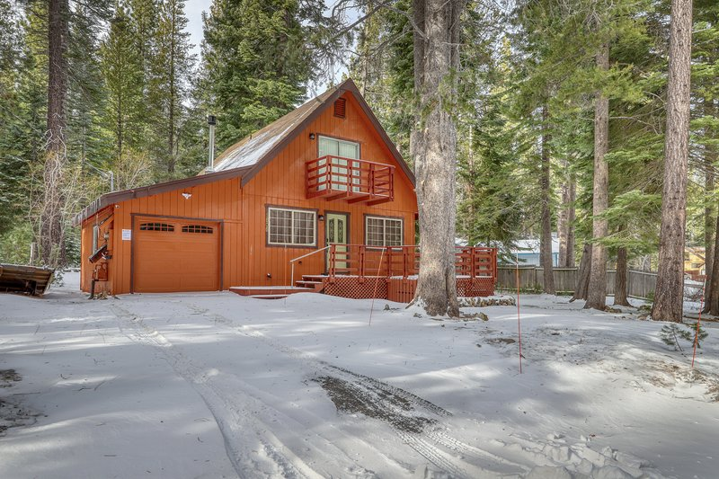 New listing! Beautiful, dog-friendly home in the woods - near skiing & hiking!, holiday rental in Twin Bridges