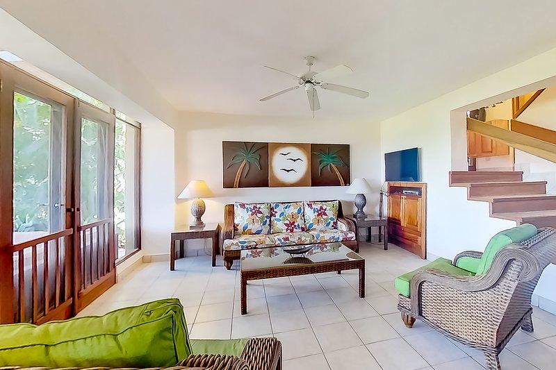 Wonderful ocean view resort villa! BBQ area, shared pool and beach access!, vacation rental in Playa Matapalo