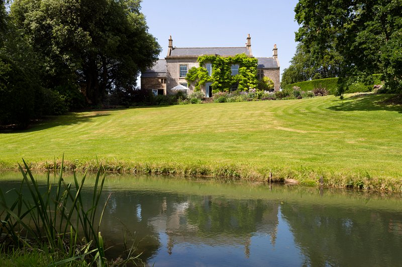 Hinton Villa Sleeps 11 - 5481292, holiday rental in Dyrham