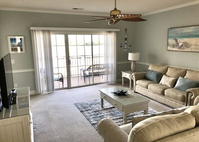 MAGNOLIA NORTH #205 3BR 2BA WITH GOLF COURSE FREE WIFI!, holiday rental in Myrtle Beach
