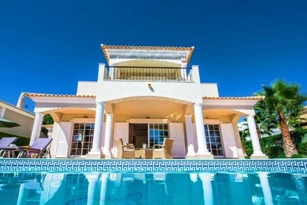 Vale do Garrao Villa Sleeps 8 with Pool Air Con and WiFi - 5826090, holiday rental in Vale do Garrao