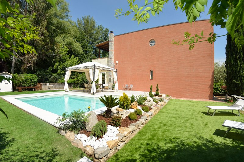 Sant'Anna Villa Sleeps 4 with Pool - 5825850, holiday rental in Pozzuolo