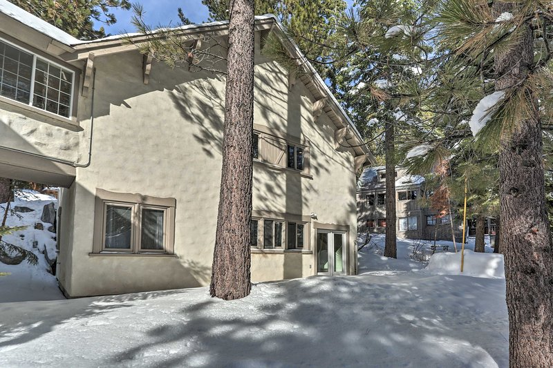 NEW! Modern Cottage w/Yard < 1 Mi to Squaw Valley! Chalet in Squaw Valley