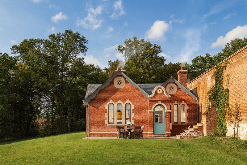 Sibton Villa Sleeps 12 with Pool - 5822233, holiday rental in Bramfield