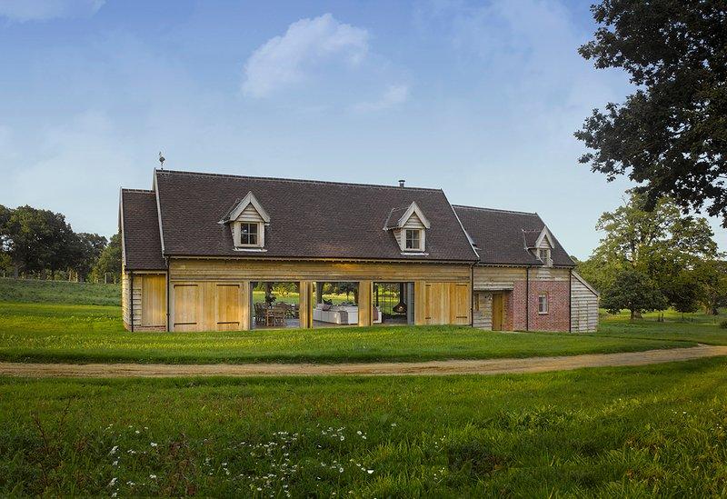 Sibton Villa Sleeps 8 with Pool - 5821140, holiday rental in Bramfield