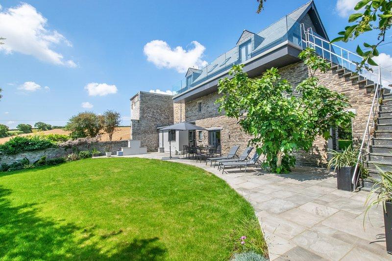 Little Petherick Villa Sleeps 10 - 5816224, alquiler vacacional en St Issey