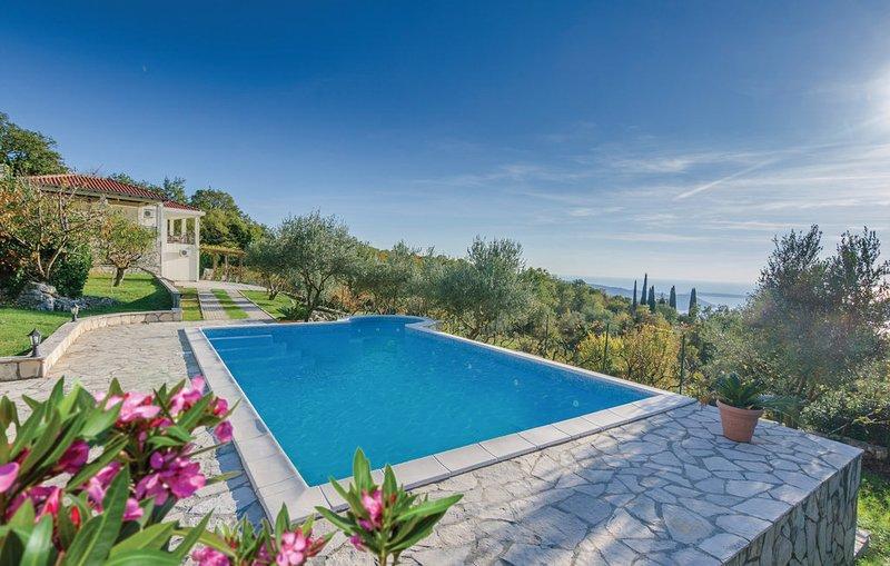 Tuzi Villa Sleeps 8 with Pool and Air Con - 5814176, location de vacances à Zelenika