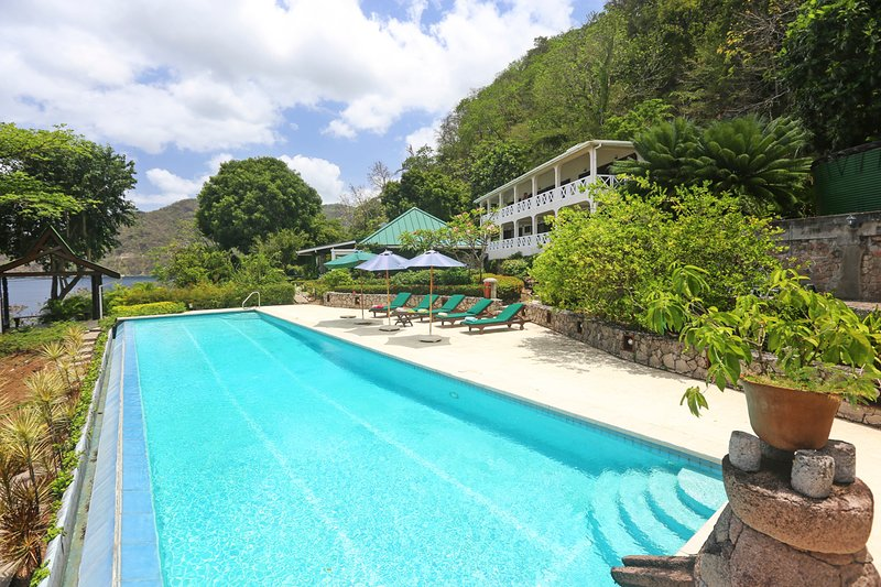 Stonefield Villa Sleeps 12 with Pool - 5696507, Ferienwohnung in Soufrière
