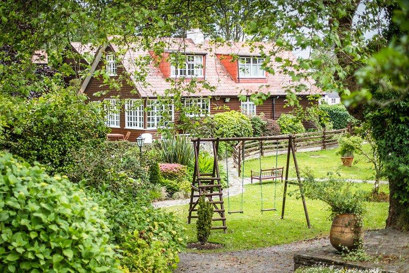 Ballylickey Villa Sleeps 12 - 5364754, Ferienwohnung in Glengarriff