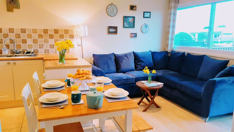 No 54 - A comfortable modern dog friendly lodge; metres from the beach, vacation rental in Worstead