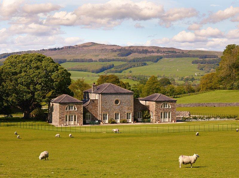 Elslack Villa Sleeps 11 - 5217623, holiday rental in Lothersdale