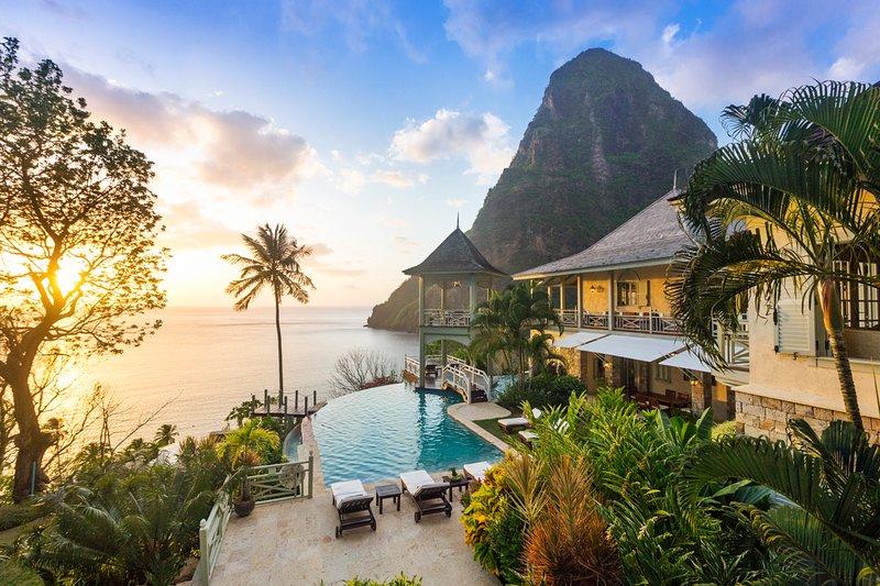 Beausejour Villa Sleeps 10 with Pool and Air Con - 5696501, alquiler de vacaciones en Choiseul