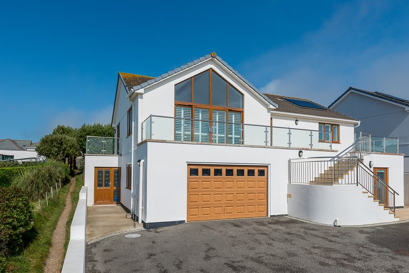 Mawgan Porth Villa Sleeps 8 - 5816227, location de vacances à St. Mawgan