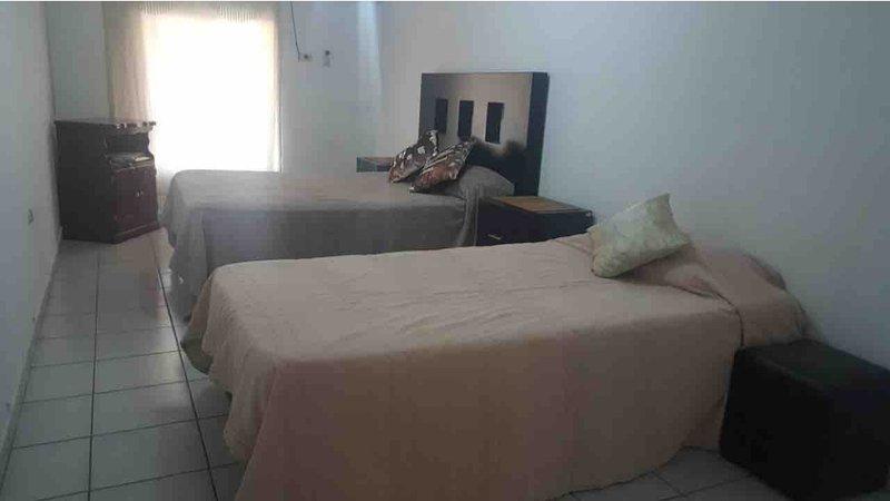 Reserva 5 recámaras. Casa completa o por habitación privada, holiday rental in Los Mochis