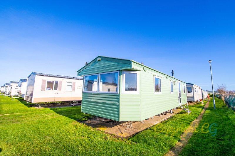 MP4 - Camber Sands Holiday Park - Close to Facilities - Sleeps 8, casa vacanza a Brookland