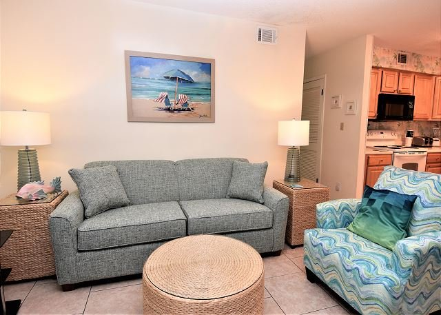 Sandpiper 12B ~ Charming and Beachy Beachside Condo ~ Bender Vacation Rentals, location de vacances à Gulf Shores