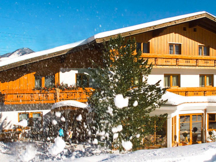 Kaprun Apartment Sleeps 7 with Free WiFi - 5807507, holiday rental in Kaprun