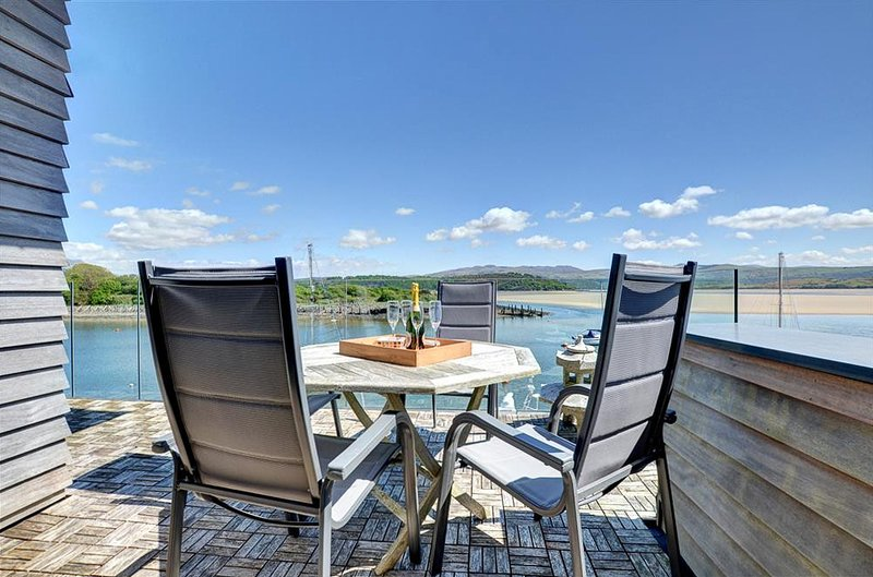 Porthmadog Villa Sleeps 8 - 5816229, location de vacances à Tremadog