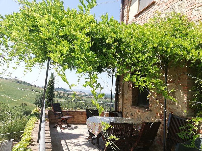Vacanze in appartamento con piscina in Toscana Siena, holiday rental in Bollano
