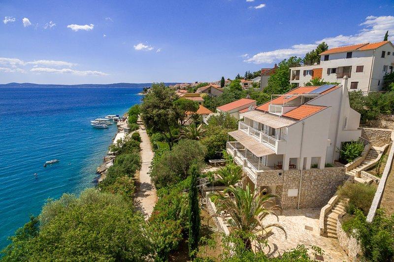 Holiday home Duje, holiday rental in Okrug Gornji