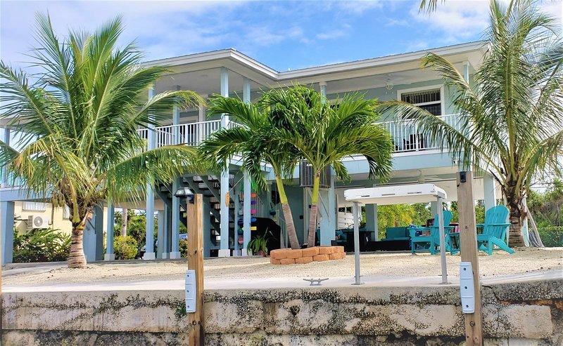 R & K's Marathon Paradise 2/2 Duplex w/35` Dock & Cabana Club Included, vacation rental in Marathon Shores
