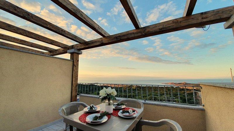 Holiday apartment Panorama Blu with oceanview, alquiler vacacional en Paduledda
