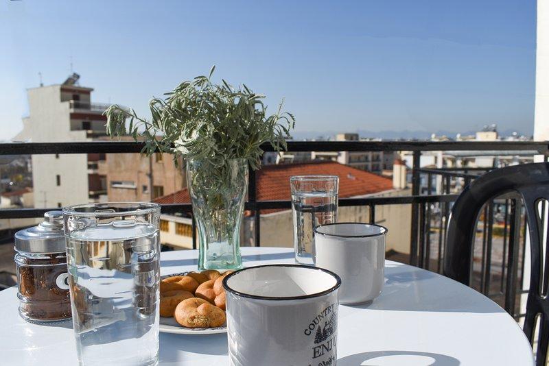 Goditi il tuo caffè nell'ampio balcone