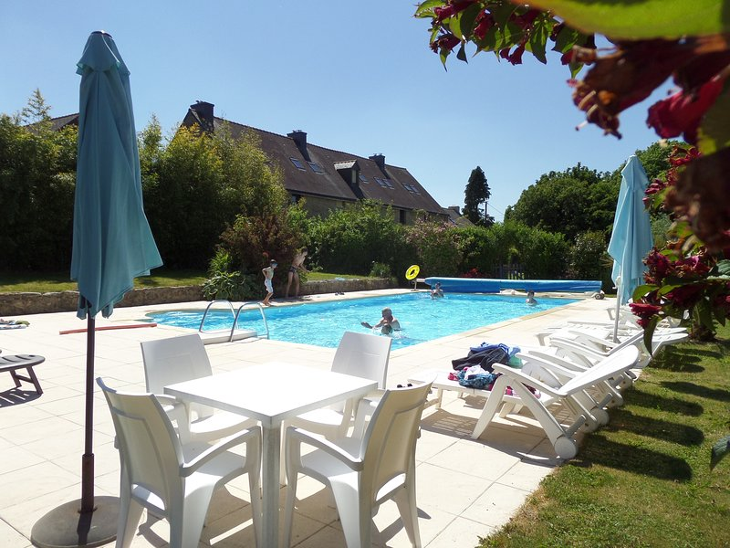 Keranmeriet O set in 100 acres, beach 15 mins drive, heated Pool, near Pont Aven, alquiler de vacaciones en Melgven