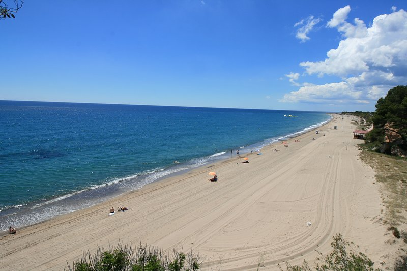 512-Magnifico apartamento en la playa, vacation rental in L'Hospitalet de l'Infant