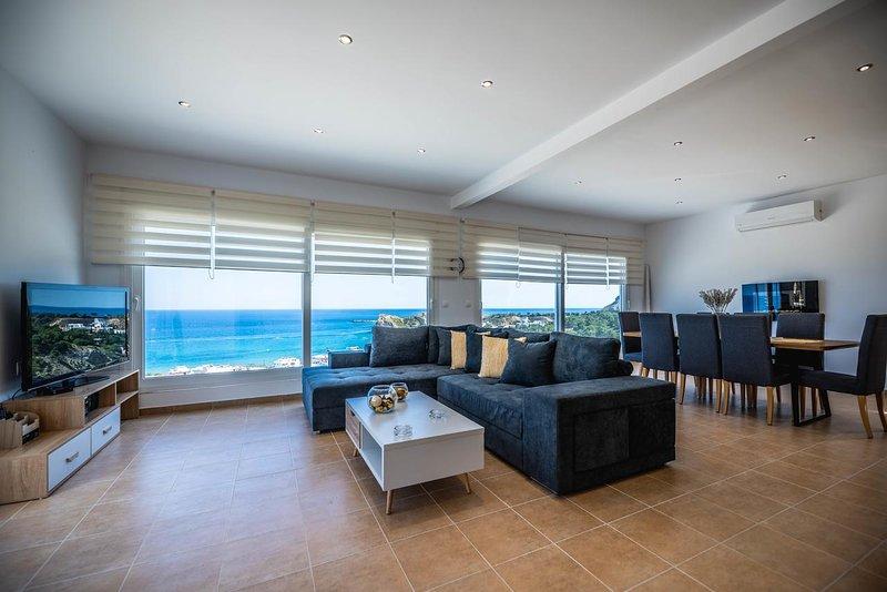 Spacious house with sea view & Wifi, location de vacances à Stegna