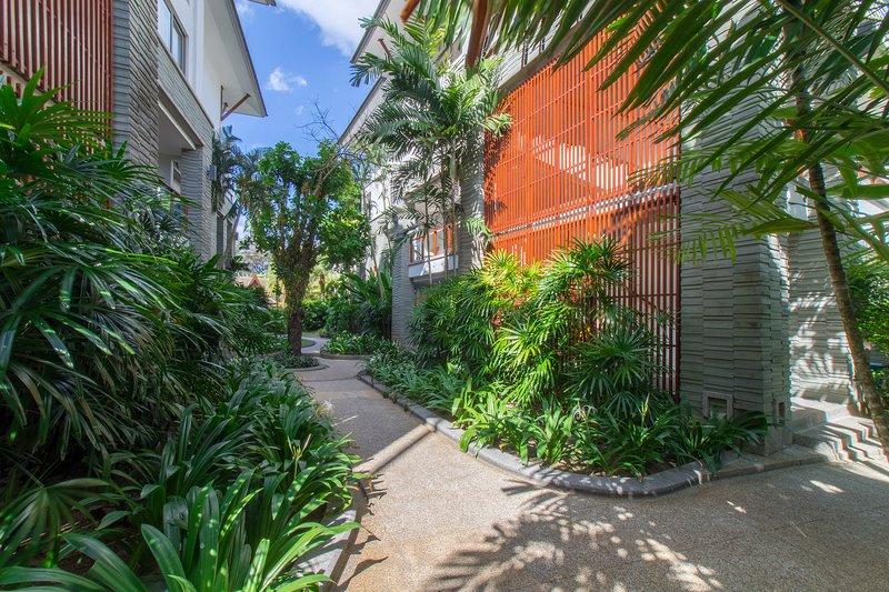 2 bdr apartment on the beach, Naithon, location de vacances à Sakhu