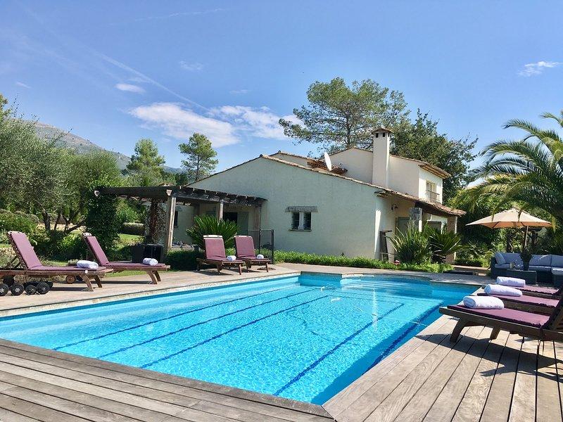JdV Holidays Villa Wisteria, beautifully appointed, peaceful location nr village, location de vacances à Tourrettes-sur-Loup