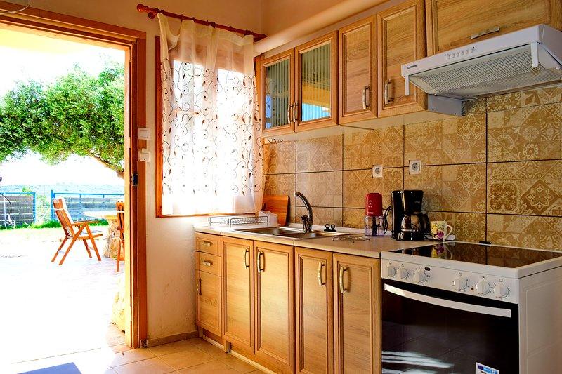 Sea lake holiday house, vacation rental in Kampos