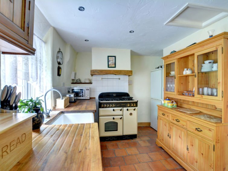 West Looe Holiday Home Sleeps 6 with WiFi - 5582908, holiday rental in Polbathic
