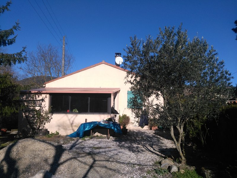Amazing house with garden & terrace, location de vacances à Saint-Paul-de-Fenouillet