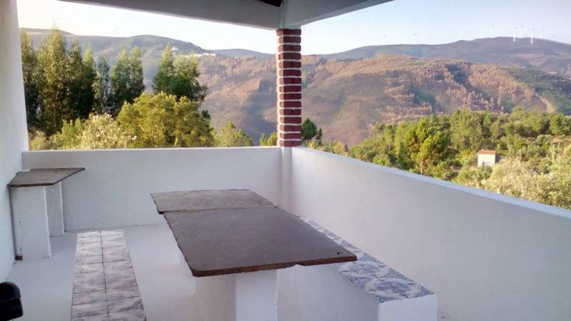 Beautiful house with mountain view, holiday rental in Portela do Fojo