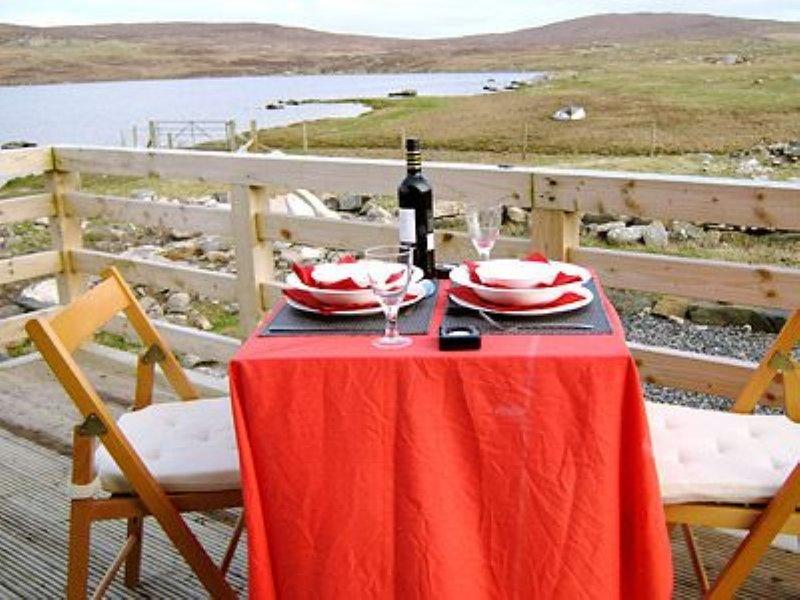 Lochside, holiday rental in Baleshare