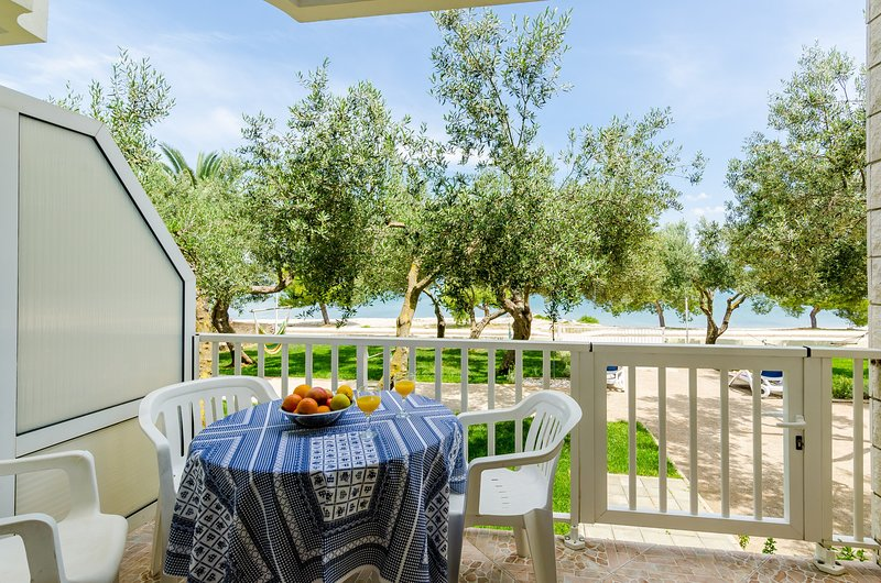 Apartments Glavor - Standard Studio Apartment with Terrace and Sea View, casa vacanza a Janjina