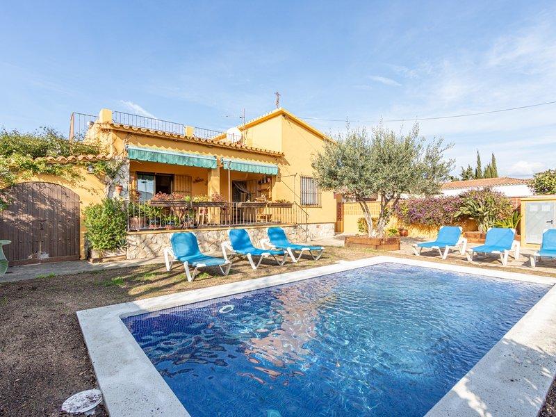 Bonita casa con piscina privada, wifi, parking, muy cerca de la playa, holiday rental in Vilacolum