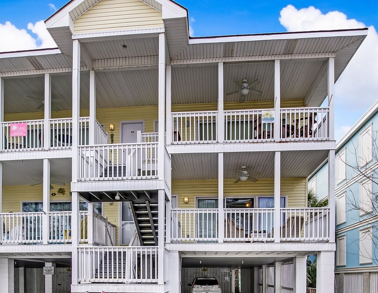 Coquina Cottage is less than a block to the Ocean!, holiday rental in Tybee Island
