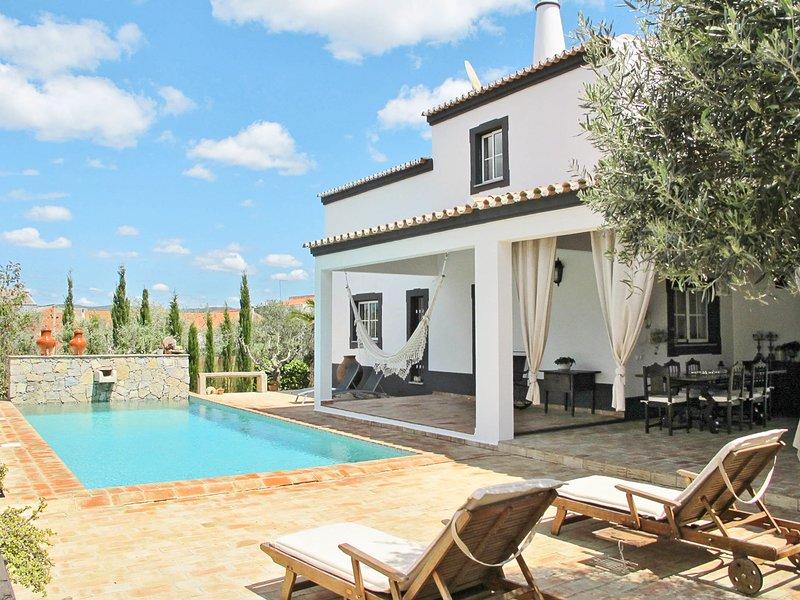 Campina Villa Sleeps 6 with Pool - 5823569, location de vacances à Sao Bras de Alportel