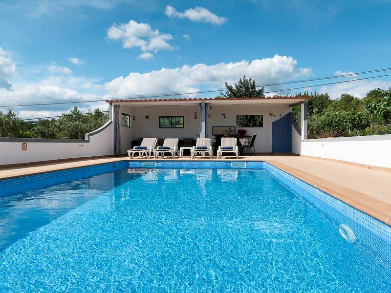 Cerro do Lobo Villa Sleeps 8 with Pool and Air Con - 5823568, holiday rental in Pechao