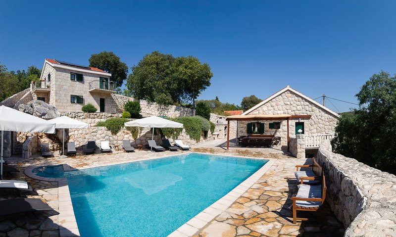 Zadvarje Villa Sleeps 16 with Pool and Air Con - 5823566, holiday rental in Cista Provo