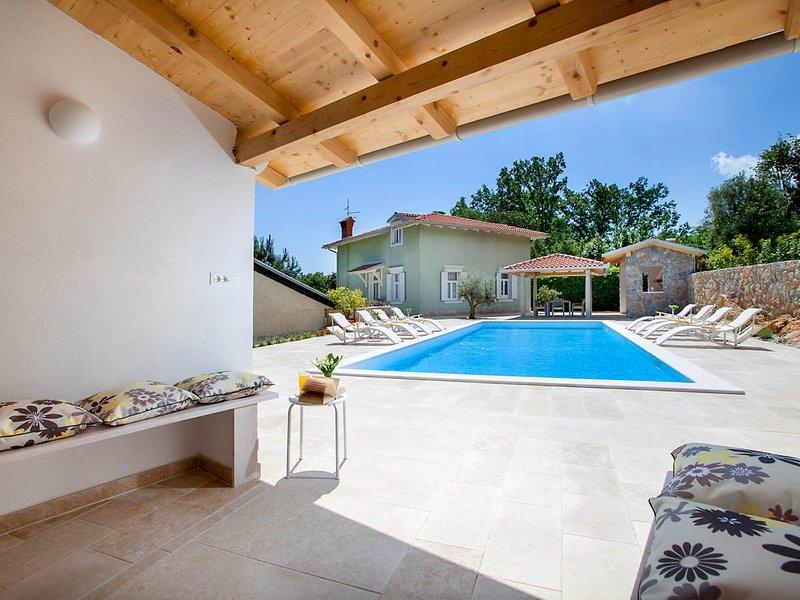 Ika Villa Sleeps 8 with Pool and Air Con - 5823247, holiday rental in Ika