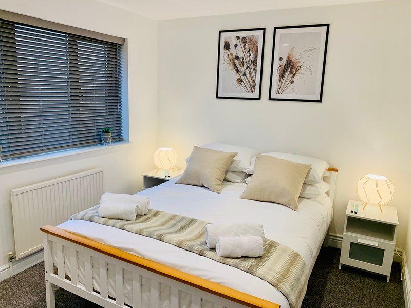 NEWLY REFURBISHED SA Today St Margarets Court Taunton (Fibre Wi-Fi & Netflix)!, vacation rental in Taunton