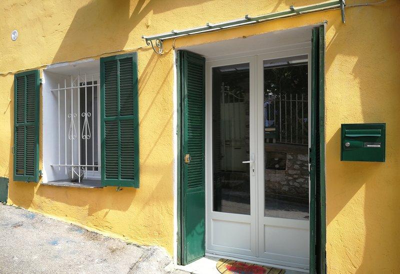 Appartement avec entrée indépendante dans maison de ville entièrement refait, casa vacanza a Sainte-Agnes